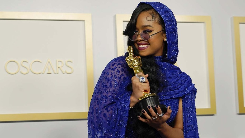 """H.E.R., Best Original Song Oscar winner for Judas and the Black Messiah's """"Fight For You"""""""